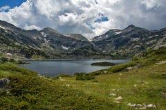 Popovo sjö, Pirin berg Royaltyfria Bilder