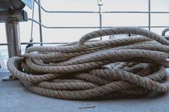 Poppa di una nave, delle corde e dei nodi fotografia stock libera da diritti