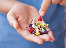 Poppa firecrackers för barn eller 'Pop-pop', Arkivbild