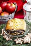 Poppy Seed Cake lizenzfreie stockbilder