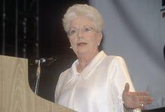 Poprzedni Teksas gubernatora Ann Richards adresy tłoczą się przy 2000 Demokratycznymi konwencjami przy Staples Center, Los Angele Obraz Royalty Free