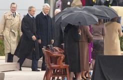 Poprzedni Usa prezydent Thomas Jefferson uwypukla na awersie notatka S Prezydent Bill Clinton chodzi na scenie towarzyszącej prez Obraz Royalty Free