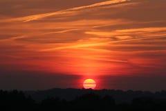 poprzez chmury zachodzącego słońca Zdjęcia Royalty Free