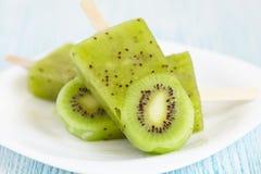 Popsicle del gelato del kiwi Fotografia Stock