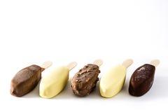 Popsicles мороженого шоколада на белой предпосылке Стоковые Изображения RF