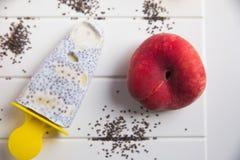 Popsicles с семенами и персиком chia стоковые изображения rf