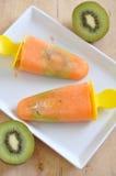 Popsicles anaranjados del kiwi Fotografía de archivo libre de regalías