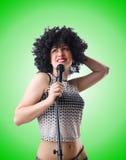 Popstjärna med mic på vit Fotografering för Bildbyråer
