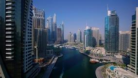 Populär berömd modern skyskrapaarkitektur av Dubai i stadens centrum cityscape i ursnygg flyg- panoramaflygparad för surr 4k lager videofilmer