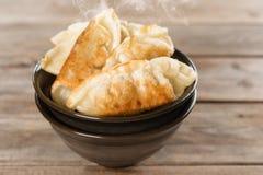 Populär kinesisk stekte klimpar för mat panna Royaltyfri Bild