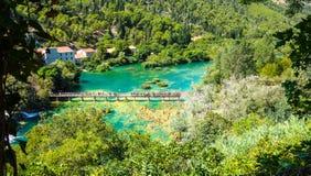 Populär Krka nationalpark under upptagen sommarferie i Kroatien 25 08 2016 Arkivbilder