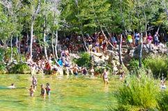 Populär Krka nationalpark under upptagen sommarferie i Kroatien 25 08 2016 Arkivfoto