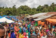 Populär och fullsatt afrikansk marknad i Jimma, Etiopien Royaltyfri Foto
