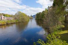 Populär turist- by fortAugustus Scotland UK för skotsk Skotska högländerna bredvid Loch Ness Royaltyfri Fotografi