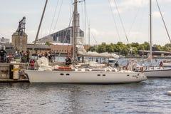 Populäre dänische Segelbootrückseite nach Weltumsegelung Stockfotos