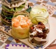 Populäre Süßspeise im Glas Stockfoto