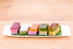 Populäre sortierte Süßspeise Malaysias oder bekannt als kuih kueh stockbilder