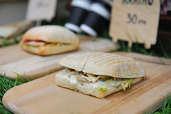 Populäres italienisches panini Sandwich mit Schinken stockbilder
