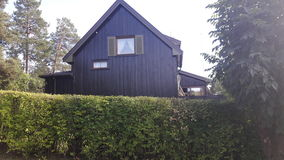 Populärt färghus i Norge arkivbild
