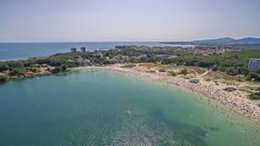 Populair strand in de Zwarte Zee van hierboven Royalty-vrije Stock Foto's
