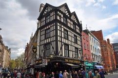Populaire Engelse Bar in het Eind van het Westen van Londen Stock Foto