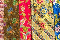 Populaire het patroonachtergrond van batiksarongen royalty-vrije stock fotografie
