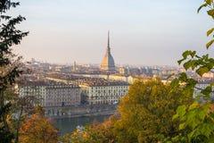 Popularny miasto widok Turyn przy zmierzchem (Torino) obrazy stock