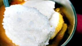 Popularny Południowy indyjski śniadaniowego jedzenia Idli sambar fotografia royalty free