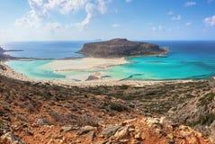 Popularny turystyczny kurort, wybrzeże wyspa Crete, Grecja Fenomenalny krajobraz skalisty wzgórze, Balos plaża z fantastycznym pi fotografia stock