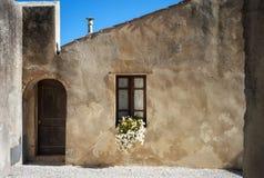 Populonia & x28; Livorno, Tuscany& x29; , typowy dom koloru córek wizerunku matka dwa obraz royalty free