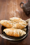 Populäre chinesische gebratene Mehlklöße des Tellers Wanne Stockfoto
