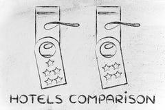 Porównywać hotel, gość informacje zwrotne na drzwiowych wieszakach Zdjęcia Royalty Free