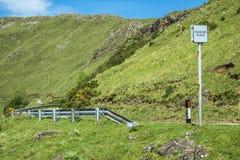 Poręczówka osamotniona droga przez szkockich średniogórzy Fotografia Royalty Free