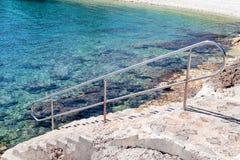 Poręcza dopłynięcie na plaży morze Obraz Royalty Free
