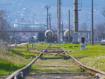 Poręcze linia kolejowa iść dalekimi obraz royalty free