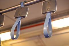 Poręcze w elektrycznym pociągu zdjęcia stock
