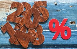 por cento do sinal na tabela de madeira Fotos de Stock