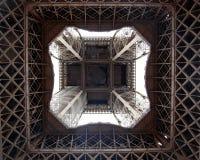 por debajo torre Eiffel, París Fotografía de archivo