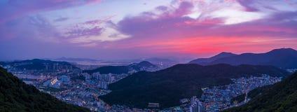 Por do sol às montanhas fotografia de stock royalty free