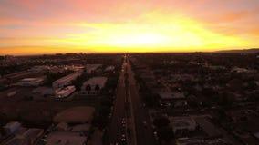 Por do sol aéreo da avenida de Los Angeles Veneza vídeos de arquivo