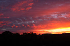 Por do sol acima da cidade Fotografia de Stock