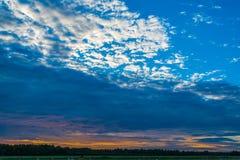 Por do sol acima da estrada Imagem de Stock