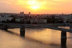 Por do sol acima de Novi Sad Foto de Stock