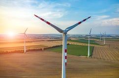 Por do sol acima dos moinhos de vento Fotografia de Stock