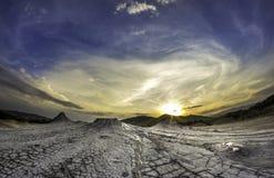Por do sol acima dos vulcanoes Imagens de Stock