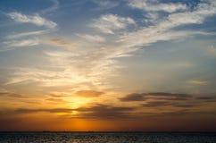 Por do sol acima do mar fotos de stock