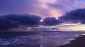 Por do sol acima do Oceano Pacífico com a ilha de Niihau no horizonte filme