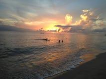 Por do sol Aguadillia Puerto da praia do barco de impacto fotografia de stock