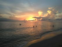Por do sol Aguadillia Puerto da praia do barco de impacto fotos de stock royalty free