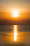 Por do sol alaranjado bonito imagens de stock
